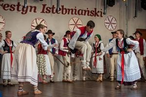 Festyn Istebniański (2017). Zespół Hulajniki z Milówki, fot. Waldemar Kompała/www.kocurzonka.pl. (Plik .JPG)